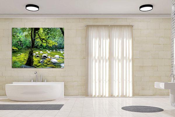 Badezimmer mit Waschbecken und Badewanne als Panorama
